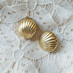 Vintage Clam Shell Earrings Gold Plated